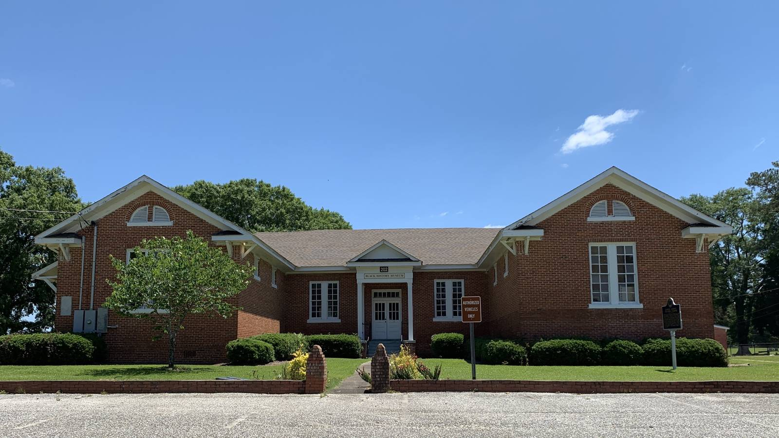 <p>The Elmore County Black History Museum (formerly the six-teacher Elmore County Training School) in Wetumpka, Alabama</p>