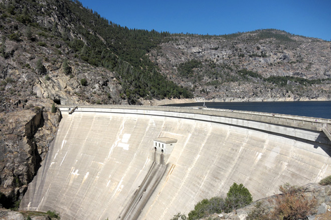 The Hetch Hetchy Dam and Reservoir at Yosemite National Park. Photo © Videowokart/Dreamstime.